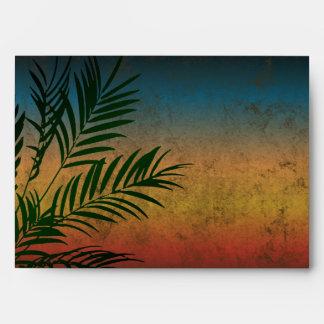 Frondas tropicales de la palma de la puesta del