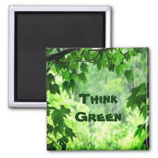 Frondoso piense el verde imán cuadrado