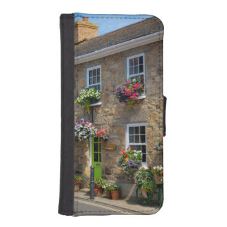 Front entrance to Smugglers Bed and Breakfast iPhone SE/5/5s Wallet Case