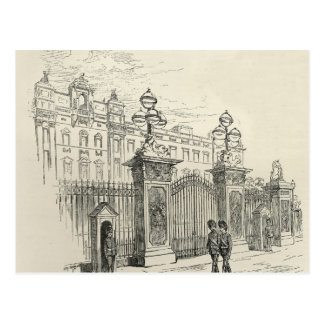 Front view of Buckingham Palace Postcard