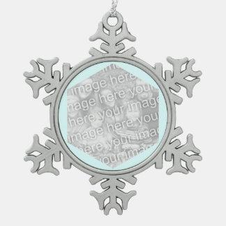 Frontera ciánica ligera de la foto del hexágono adorno de peltre en forma de copo de nieve