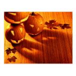 Frontera de las calabazas de Halloween que brilla  Tarjeta Postal