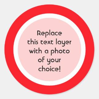 Frontera roja con el ajuste blanco - pegatinas de etiquetas redondas