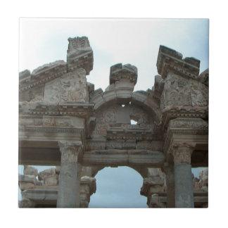 Frontón romano azulejo cuadrado pequeño