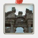 Frontón romano ornamento para reyes magos