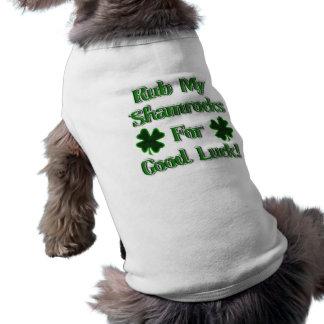 Frote mis tréboles para la buena suerte (1) camisa de perrito