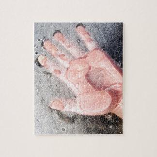 Frozen hand design puzzle