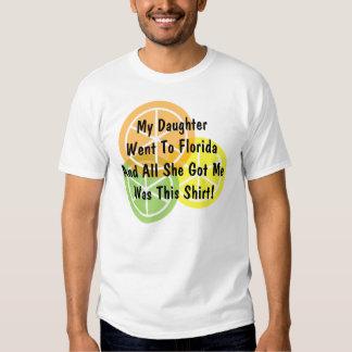 Fruta cítrica del verano - la hija fue a la camisas