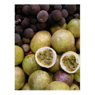 Fruta de la pasión y uvas postal