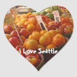 Fruta en el mercado de lugar de lucios pegatina de corazón personalizadas