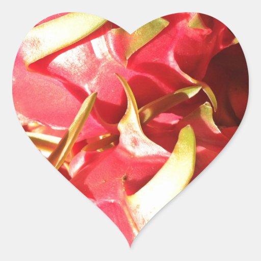 Fruta rosada llameante del dragón pegatina en forma de corazón