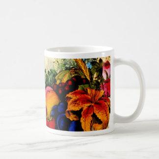 Fruta y taza coloridas de las flores