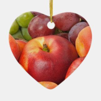 Frutas frescas adorno navideño de cerámica en forma de corazón