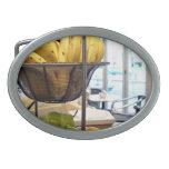 Frutas frescas en café hebillas de cinturon ovales