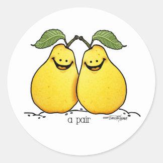 Frutas gemelas - pares perfectos pegatina redonda