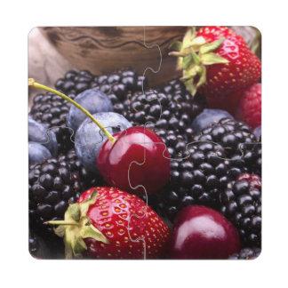 Frutas sabrosas del verano en una tabla de madera