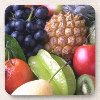 Frutas tropicales de la mezcla posavaso