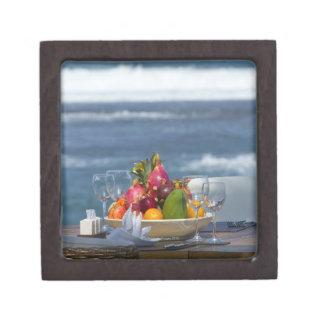 Frutas tropicales por el océano en el cuadro 2 cajas de recuerdo de calidad
