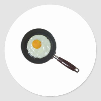 Frying pan with sunny side up egg classic round sticker