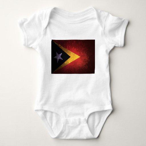 Fuego artificial de la bandera de Timor Oriental Camiseta