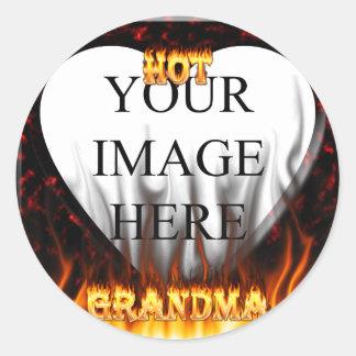 Fuego caliente de la abuela y corazón de mármol pegatina redonda