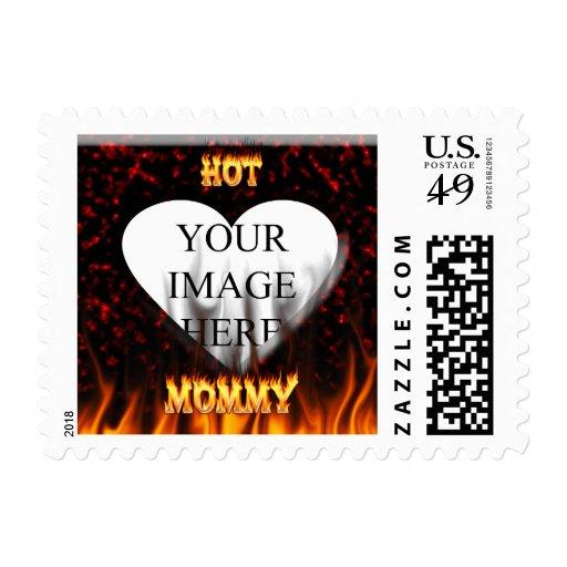 Fuego caliente de la mamá y corazón de mármol rojo sello