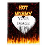 Fuego caliente de la mamá y corazón de mármol rojo postales