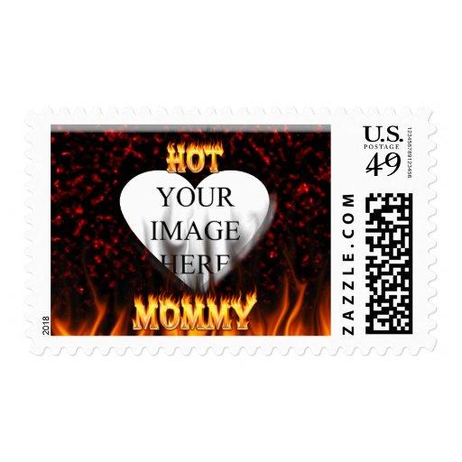 Fuego caliente de la mamá y corazón de mármol rojo timbres postales