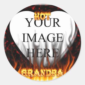 Fuego caliente del abuelo y corazón de mármol rojo pegatina redonda