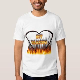 Fuego caliente del abuelo y corazón de mármol rojo remeras