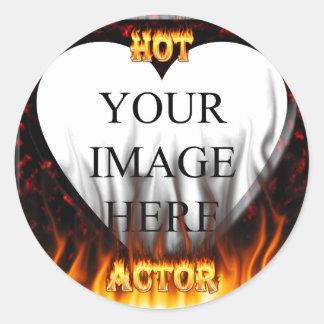Fuego caliente del actor y mármol rojo pegatina redonda