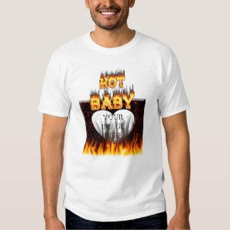 Fuego caliente del bebé y mármol rojo playeras