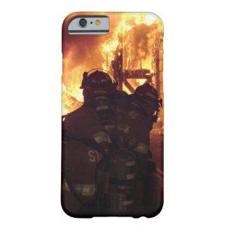 Fuego contraincendios de la estructura funda de iPhone 6 barely there