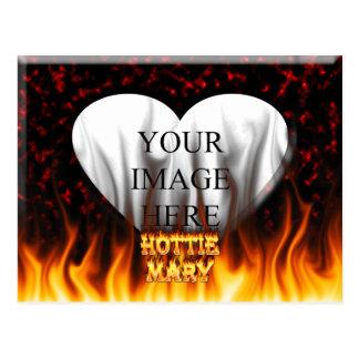 Fuego de Hottie Maria y mármol del rojo de las lla Postales
