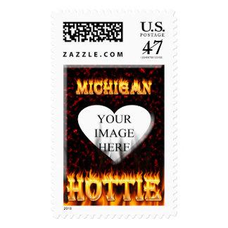 Fuego de Michigan Hottie y corazón de mármol rojo Sello Postal