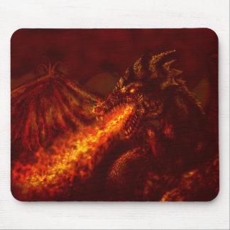 Fuego de respiración del gran dragón rojo de la fa alfombrilla de raton