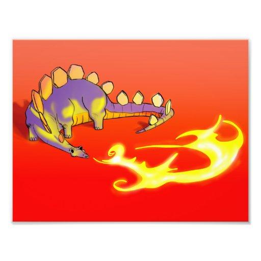 Fuego de respiración del Stegosaurus de los niños  Fotografia