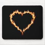 Fuego del corazón del negro del CALOR de las LLAMA Alfombrilla De Ratón