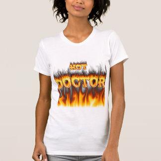 Fuego del doctor y mármol calientes del rojo de la camiseta