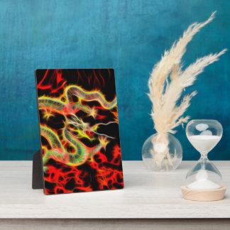 Fuego del dragón en energía afortunada placas con foto