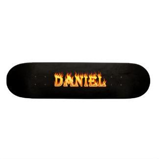 Fuego del monopatín de Daniel y diseño de las llam