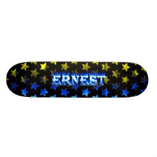 Fuego del monopatín de Ernesto y diseño azules de