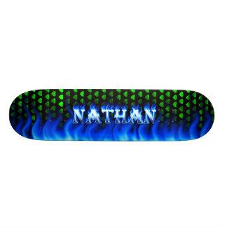 Fuego del monopatín de Nathan y diseño azules de l