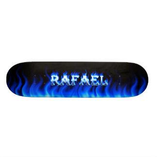 Fuego del monopatín de Rafael y diseño azules de l Skateboard