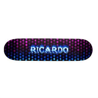 Fuego del monopatín de Ricardo y diseño azules de