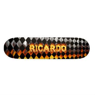 Fuego del monopatín de Ricardo y diseño de las lla