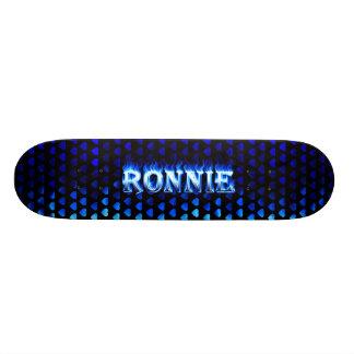 Fuego del monopatín de Ronnie y diseño azules de l
