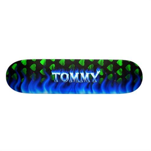 Fuego del monopatín de Tommy y diseño azules de la Patines