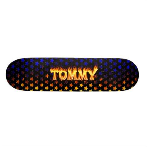 Fuego del monopatín de Tommy y diseño de las llama