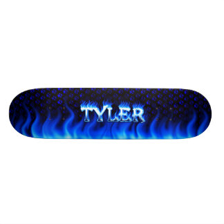Fuego del monopatín de Tyler y diseño azules de la